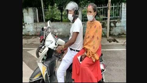 मिसाल: गर्भवती पत्नी को परीक्षा दिलाने के लिए पति ने स्कूटी से तय किया साढ़े 1100 KM का सफर