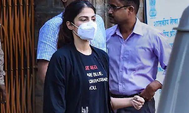 रिया चक्रवर्ती का दावा, बयान देने के लिए किया गया मजबूर, कहा- न्यायिक हिरासत में जान का खतरा
