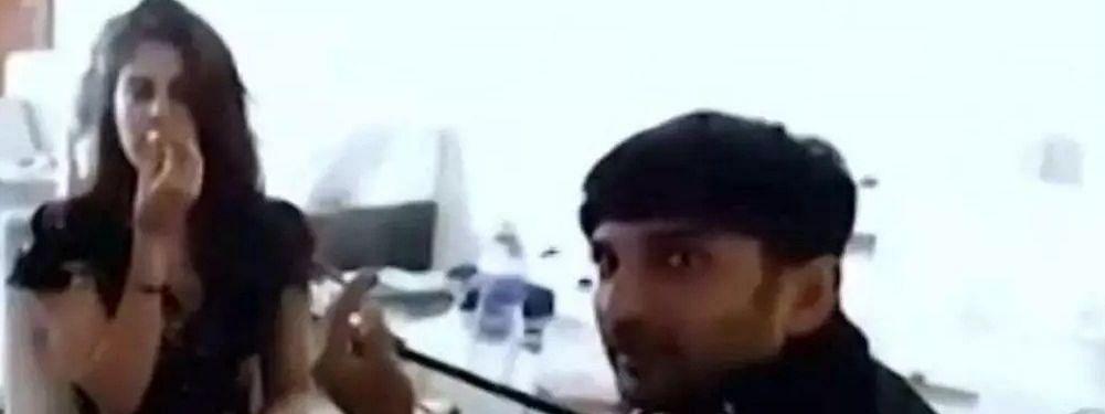 इंटरनेट पर वायरल हो रहा है रिया और सुशांत का 'स्मोकिंग वीडियो'..क्या है इसके पीछे की पूरी कहानी?