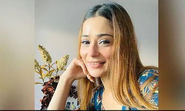 टीवी की अदाकारा सारा खान को हुआ कोरोना, खुद को घर में ही किया क्वारंटीन