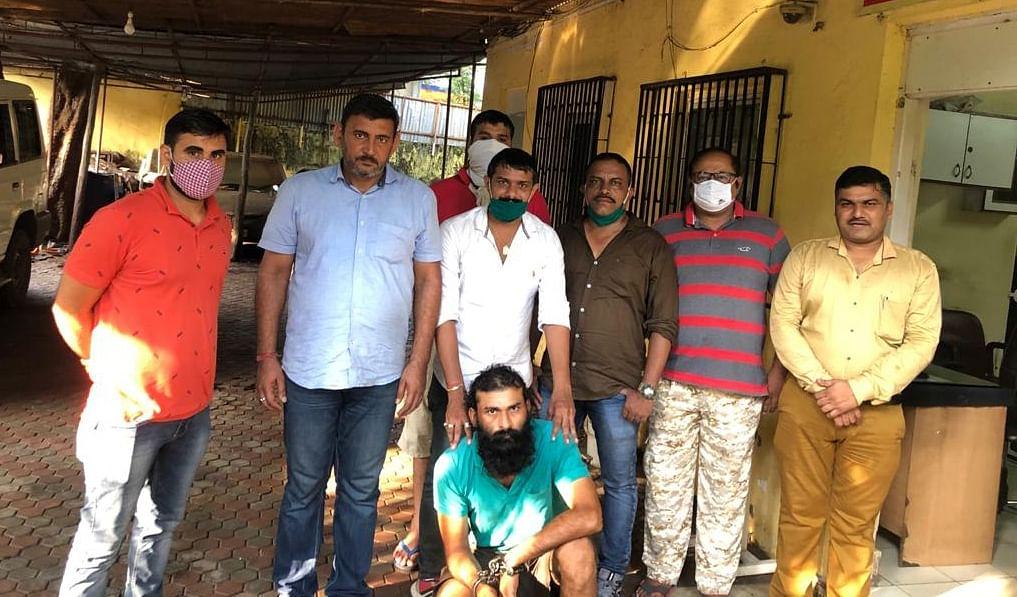 मुम्बई में फल बेचता व्यक्ति, निकला उप्र भाजपा नेता का हत्यारा, पुलिस ने किया गिरफ्तार
