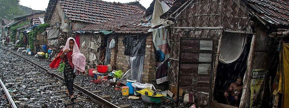 रेलवे ट्रैक के पास रहने वालों की बढ़ेंगी मुश्किलें, झुग्गियां हटाने का आदेश संभव, DUSIB कर रहा विचार