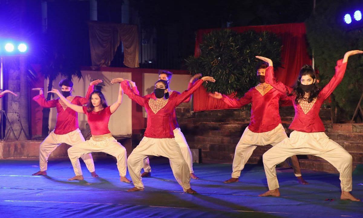 UP: संगीत नाटक अकादमी मुक्ताकाश मंच पर नृत्यनाटिका का मंचन..कलाकारों ने बिखेरे कला के रंग