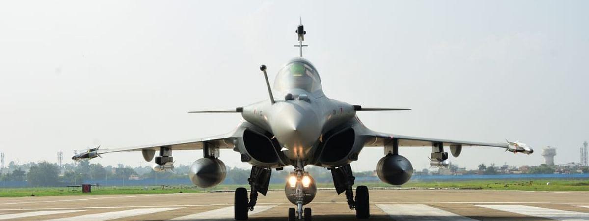 वायुसेना में शामिल हुआ राफेल: देंखे तस्वीरें और Video