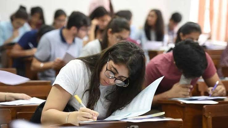 दिल्ली यूनिवर्सिटी में शुरू हुए दूसरे फेज के ओपन बुक एग्जाम
