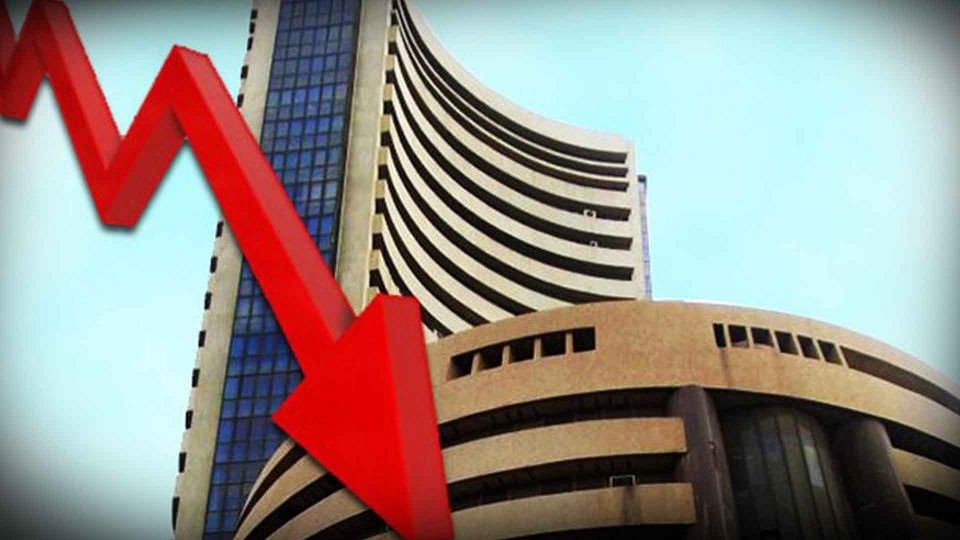 खराब विदेशी संकेतों से घरेलू शेयर बाजार में कोहराम, करीब 700 अंक टूटा सेंसेक्स