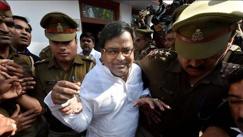 लखनऊ: सपा के पूर्व मंत्री गायत्री प्रजापति के खिलाफ एक और FIR दर्ज, इस बार अपराधिक धमकी और धोखाधड़ी का मामला
