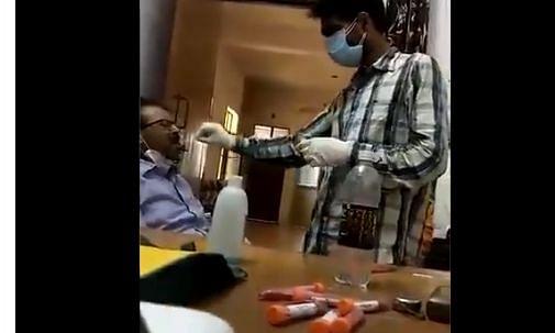 मथुरा: कोरोना टेस्ट का टारगेट पूरा करने के लिए डॉक्टर ने 15 बार दिया अपना ही नमूना, Video वायरल