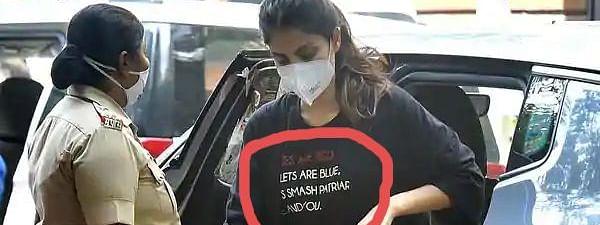 जब ये टीशर्ट पहनकर NCB ऑफिस पहुंची रिया...कुछ का मिला समर्थन, सुशांत की बहन ने किया पलटवार