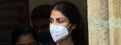 रिया चक्रवर्ती को भेजा गया भायखला जेल, एक्ट्रेस के वकील ने कहा, 'मानसिक रूप से परेशान व्यक्ति को प्यार करने की मिल रही सजा'