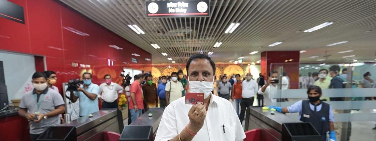 UP: आज से शुरू हो रही है लखनऊ मेट्रो सेवा, यात्रा के नए नियम लागू, एहतियात के साथ एक बार फिर चालू हुईं पटरियां
