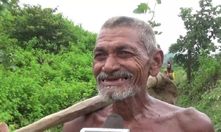 बिहार: 30 साल की कड़ी मेहनत से एक आदमी ने खोदी 3 KM लंबी नहर, सूखे गांव में आई पानी की लहर