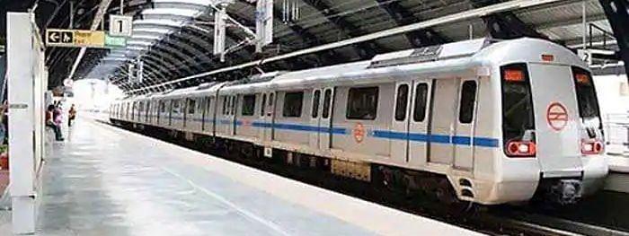 Delhi Metro: नियमों के विरुद्ध जाने पर 92 यात्रियों से जुर्माना वसूला गया