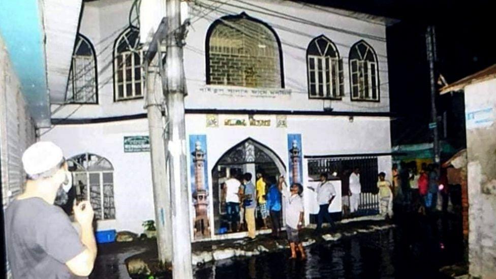 बांग्लादेश: मस्जिद में इकट्ठे 6 AC फटने से मरने वालों की संख्या बढ़कर हुई 21, जांच के लिए 5 सदस्यीय समिति गठित