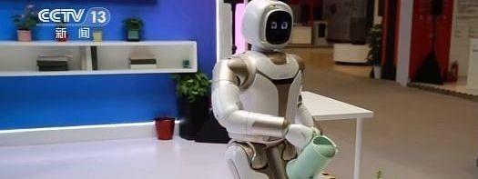 स्मार्ट वर्ल्ड में सुपर स्मार्ट हो रही तकनीक, एक साथ कई कामों को अंजाम दे रहा है 'सेवा रोबोट'..