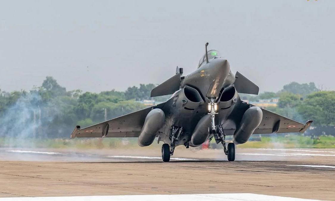देश की ताकत बढ़ाने आज वायुसेना में शामिल हो रहा है बेजोड़ राफेल, क्या है इसकी खासियत?