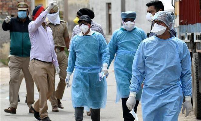 हर रोज 1 लाख कोरोना के नए मामलों के करीब पहुंचा भारत, मृतकों का आंकड़ा 75 हजार के पार