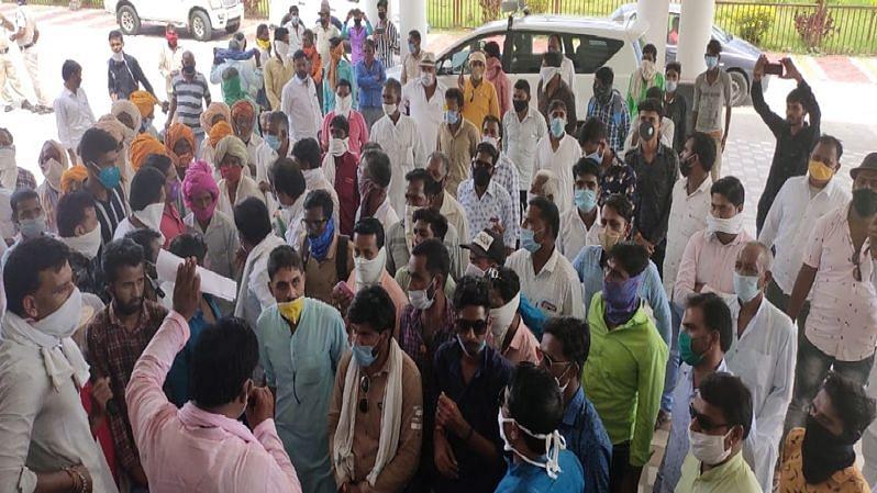 कृषि विधेयकों के खिलाफ मध्य प्रदेश में भी किसानों का विरोध प्रदर्शन, कमल नाथ ने शिवराज सरकार पर कसा तंज