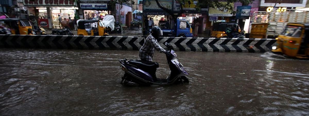 भारी बारिश से चेन्नई हुई अस्त-व्यस्त, कई इलाकों में पानी भरा