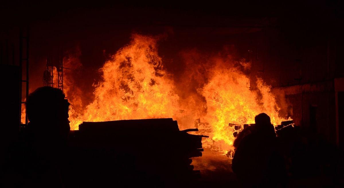 UP : आगरा में पटाखा गोदाम में विस्फोट, तीन की मौत, कई घायल