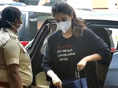 सुशांत मामला: रिया के वकील ने कहा, 'एक्ट्रेस के खिलाफ मीडिया की अटकलें परेशान करने वालीं, CBI के फैसले का इंतजार'