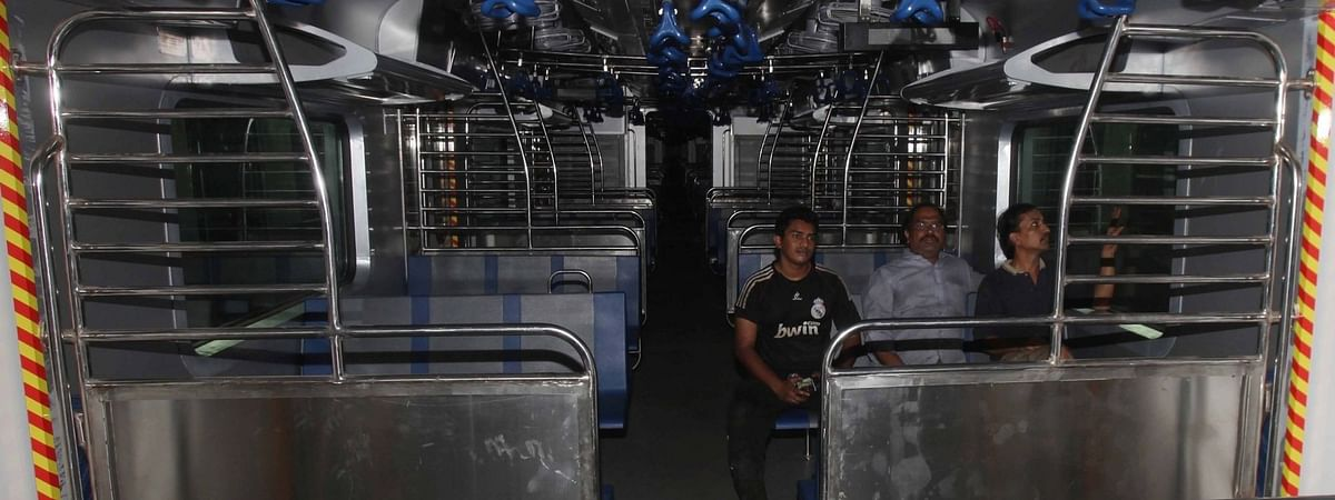 मुंबई, उपनगरों में बिजली गुल, जनजीवन बुरी तरह प्रभावित