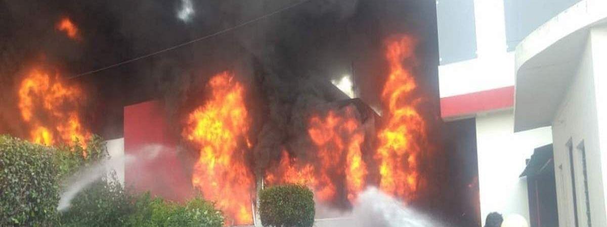 कानपुर की केमिकल फैक्ट्री में आग, इलाके में दहशत