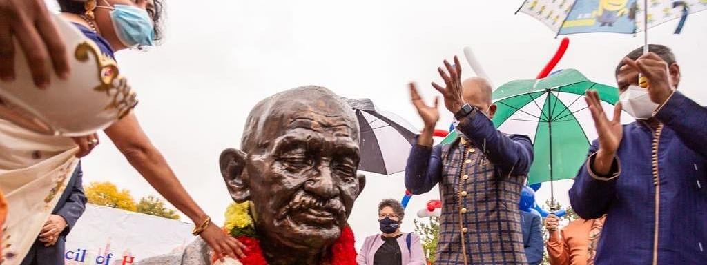 न्यूयॉर्क राज्य में गांधी की प्रतिमा स्थापित कर दी श्रद्धांजलि