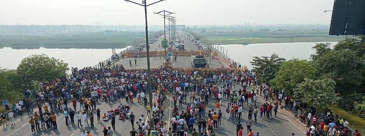 दिल्ली: गुर्जर समुदाय के प्रदर्शनकारियों ने दिल्ली-नोएडा-डाइरेक्टवे को किया जाम