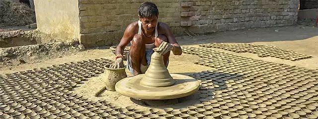 कामधेनु दीपावली अभियान: 11 करोड़ परिवार जलाएंगे गोबर से बने 33 करोड़ दीये