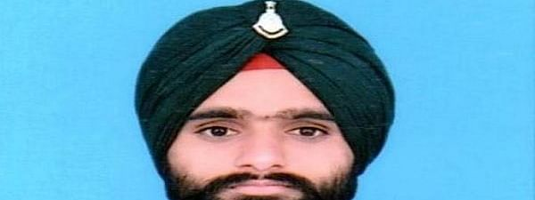 कश्मीर में पाकिस्तानी गोलीबारी में एक भारतीय जवान शहीद