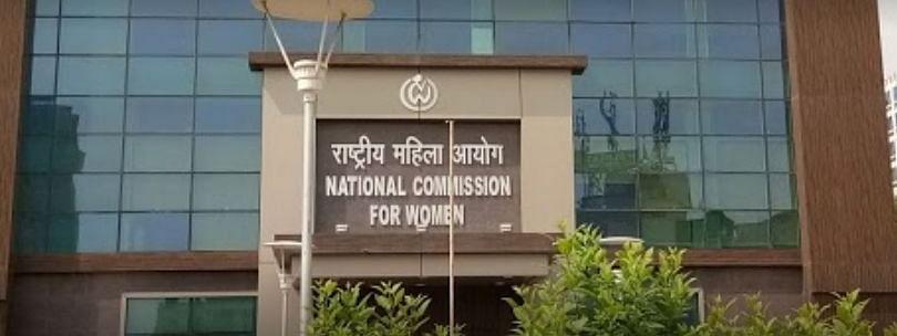 महिला आयोग ने उत्तर प्रदेश DGP से हाथरस दुष्कर्म पीड़िता के अंतिम संस्कार पर मांगा जवाब