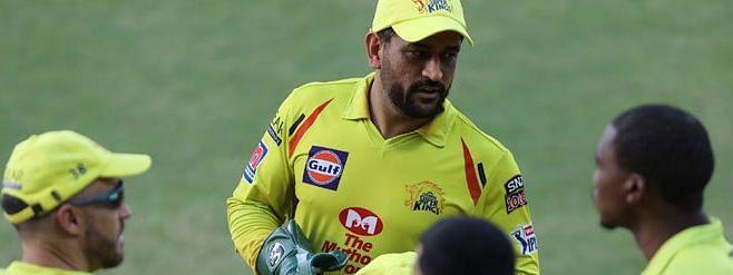एक और कीर्तिमान धोनी के नाम, IPL में 100 कैच लेने वाले दूसरे विकेटकीपर बने