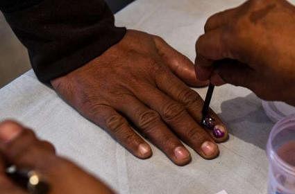 बिहार चुनाव: अंतिम चरण में मतदाताओं में उत्साह, 3 बजे तक करीब 46 फीसदी वोटिंग