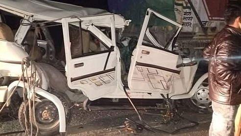 उप्र : कुंडा में ट्रक और बोलेरो की टक्कर में 14 की मौत