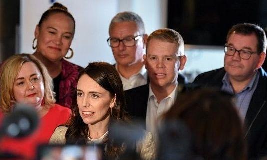 पहली कैबिनेट मीटिंग से पहले न्यूजीलैंड में नए मंत्रियों ने ली शपथ