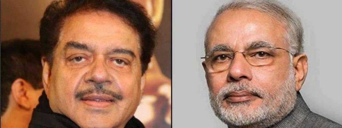 शत्रुघ्न सिन्हा का PM मोदी पर कटाक्ष, कहा धरती पर दो चीजें मिलना असंभव, एक मोदी का क्लासमेट और दूसरा...