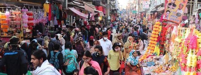 मध्य प्रदेश के बाजारों में दीपावली की खरीददारी के लिए भीड़