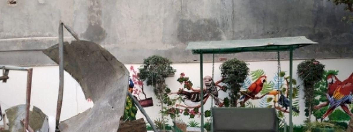 दक्षिणी दिल्ली : पड़ोसी के बाथरूम की दीवार गिरने से 67 वर्षीय बुजुर्ग की मौत