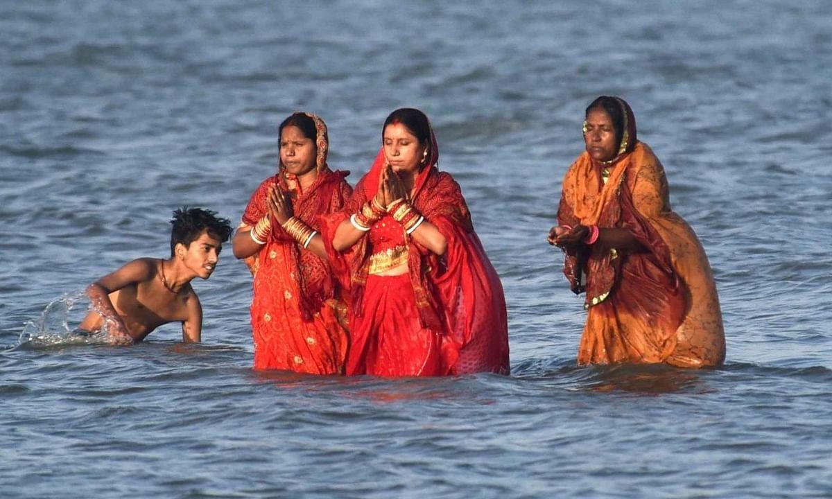 उत्तर प्रदेश: छठ पूजा को लेकर योगी सरकार ने जारी की गाइडलाइन, सुरक्षा के कड़े निर्देश भी दिए
