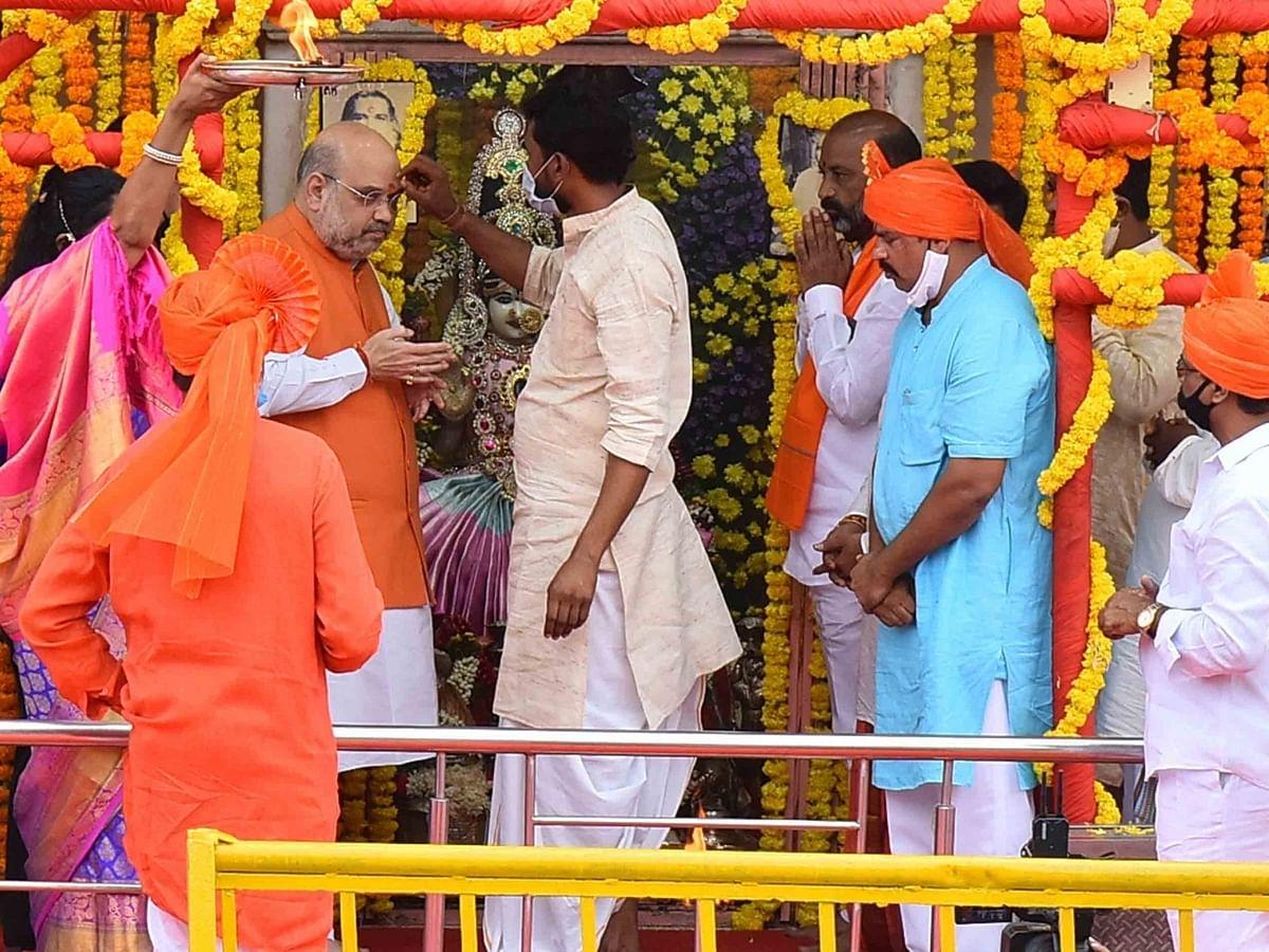 हैदराबाद नगर निगम चुनाव प्रचार से पहले अमित शाह ने चारमीनार मंदिर में की पूजा अर्चना