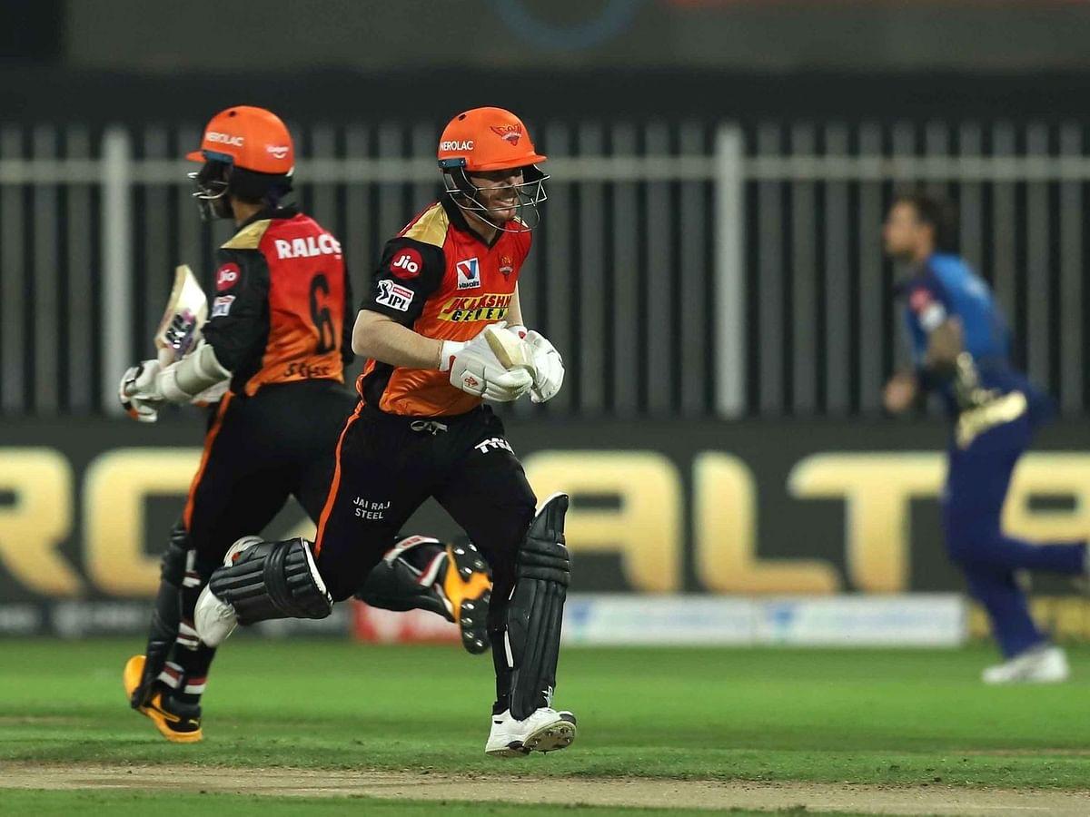 IPL-13: नंबर वन टीम को हरा सनराइजर्स हैदराबाद पहुँचा प्लेऑफ में, मुंबई इंडियंस को 10 विकेट से हराया