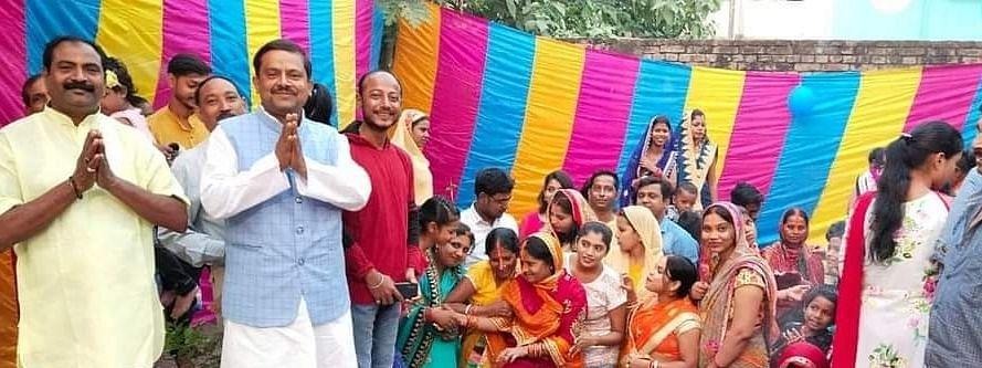 बिहार: मुस्लिम युवक ने अपने घर के आंगन में छठव्रतियों के लिए बनवाया जलकुंड