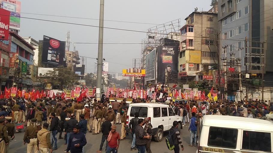 बिहार : किसानों के 'राजभवन मार्च' के दौरान झड़प, पुलिस ने किया बल प्रयोग