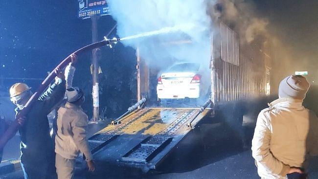 लखनऊ: कार ले जा रहा कंटेनर बना आग का गोला, बीच सड़क पर हुआ हादसा