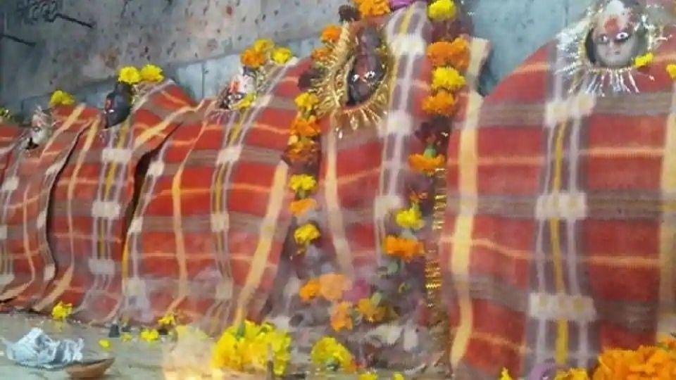 अयोध्या में रामलला ओढ़ रहे रजाई और ब्लोअर से मिल रही गर्माहट