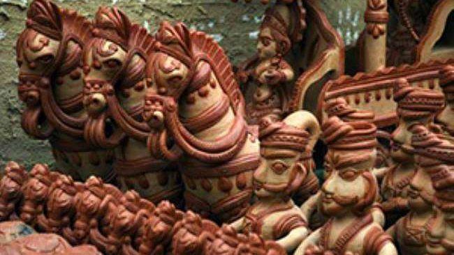 गोरखपुर का हस्तनिर्मित टेराकोटा से बने विभिन्न बर्तन और मूर्तियाँ