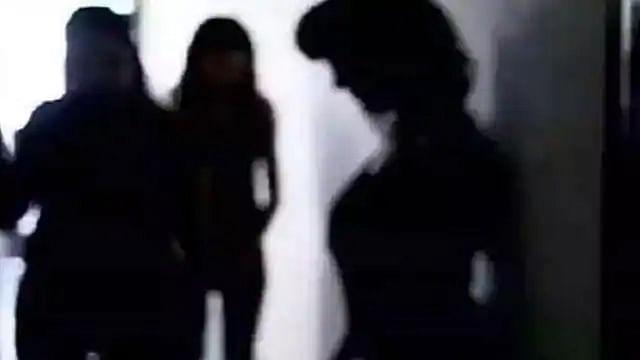 लखनऊ के होटल में पकड़ा गया सेक्स रैकेट, लड़कियों के साथ मैनेजर गिरफ्तार