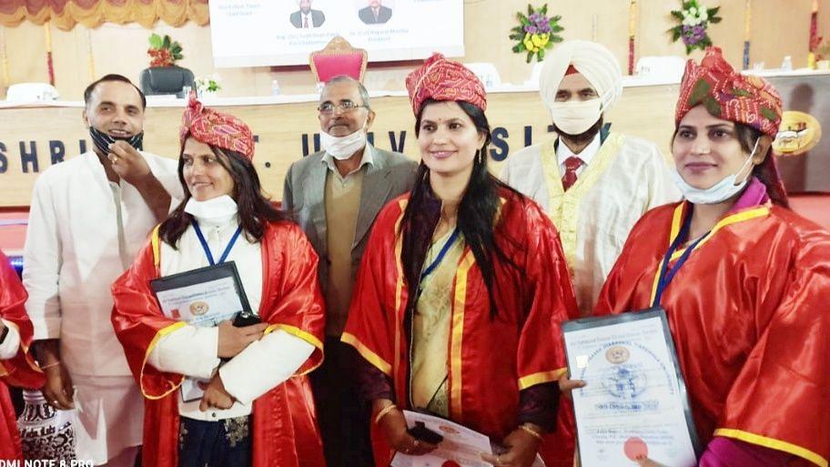 राजस्थान में 3 बहनों ने बढ़ाया गांव का मान, एक साथ हासिल की PHD की उपाधि