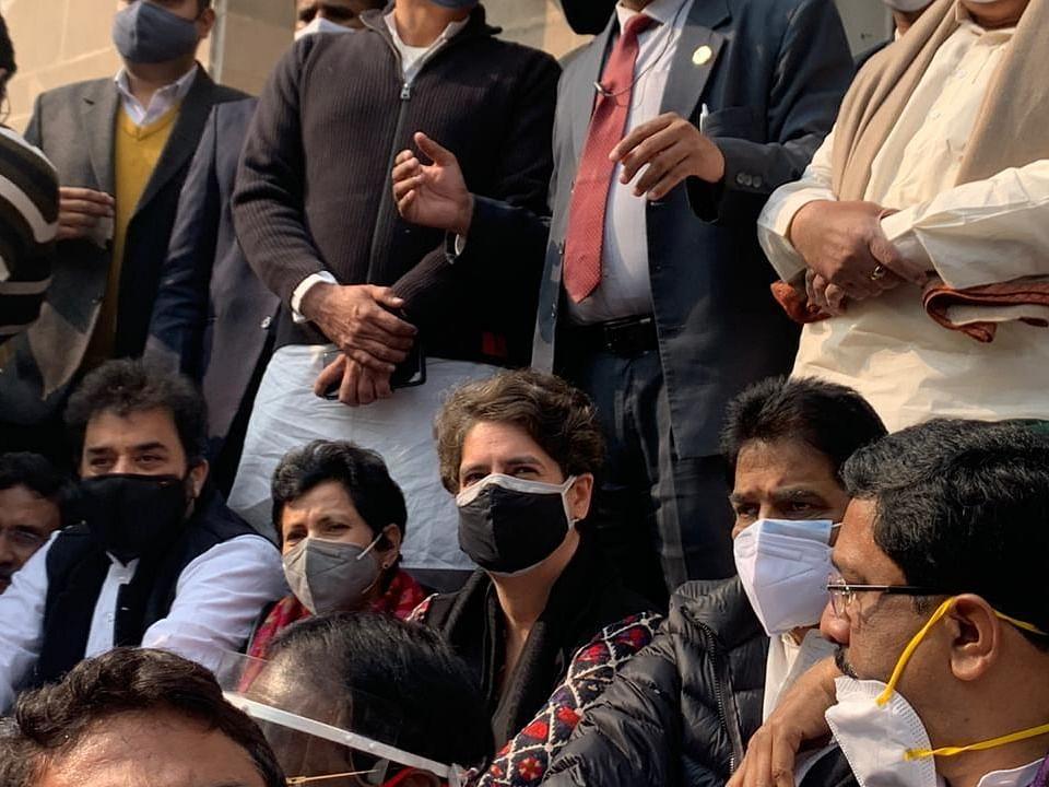 रिहा हुईं प्रियंका गांधी, कई कांग्रेस नेताओं को किसानों के समर्थन में मार्च के चलते किया गया था गिरफ्तार